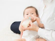 果汁?白湯?離乳食前の赤ちゃんに母乳・ミルク以外の水分は必要ですか?